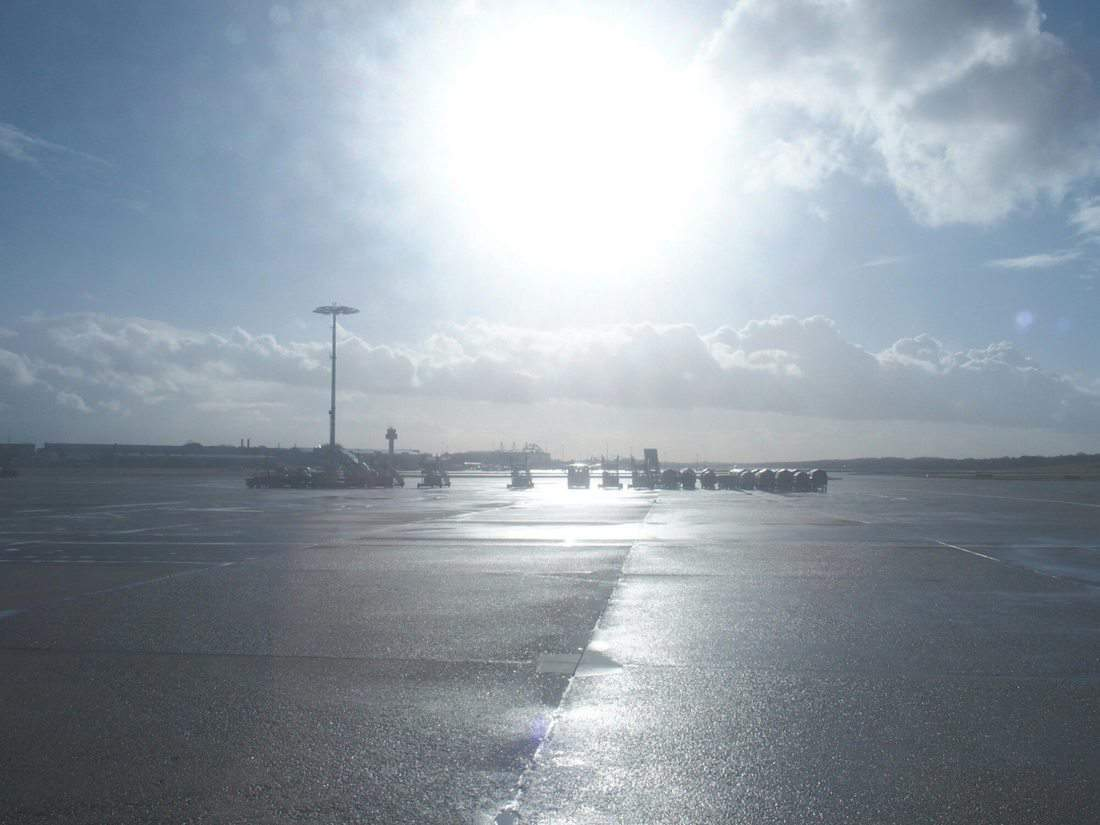 Airport in sunshine (2015-03)