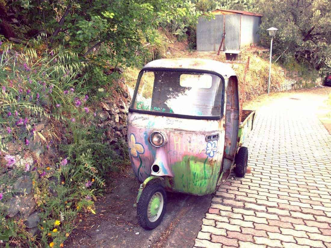 Tricycle car outside Taormina, Sicily, Italy (2015-05)