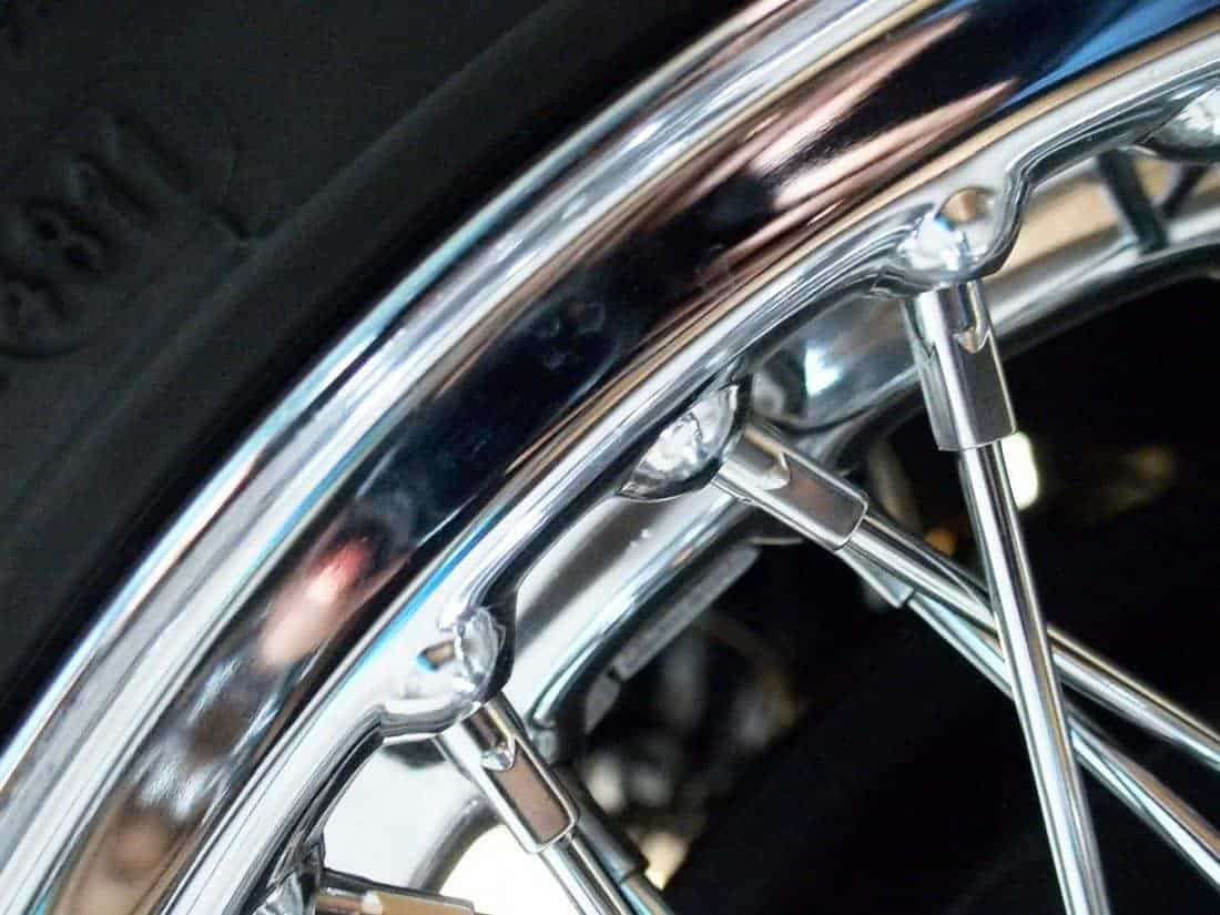 Silver rim of Bob's old car (2014-10-26)