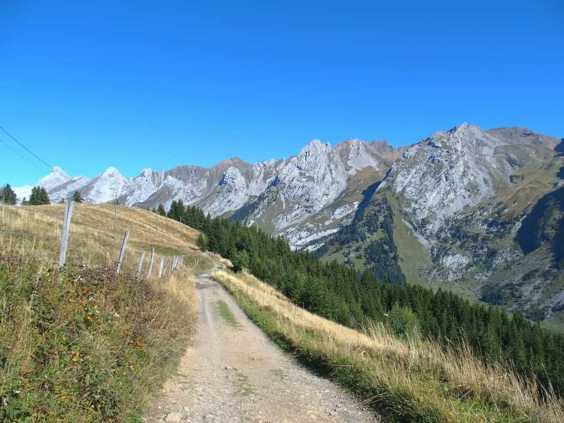 Hiking path near La Clusaz in the Alps, FR (2015-09)