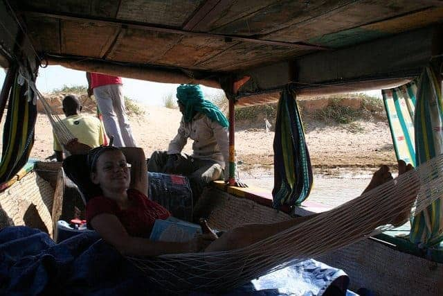Carola in the hammock in Niger river, Mali (2011-11-23)