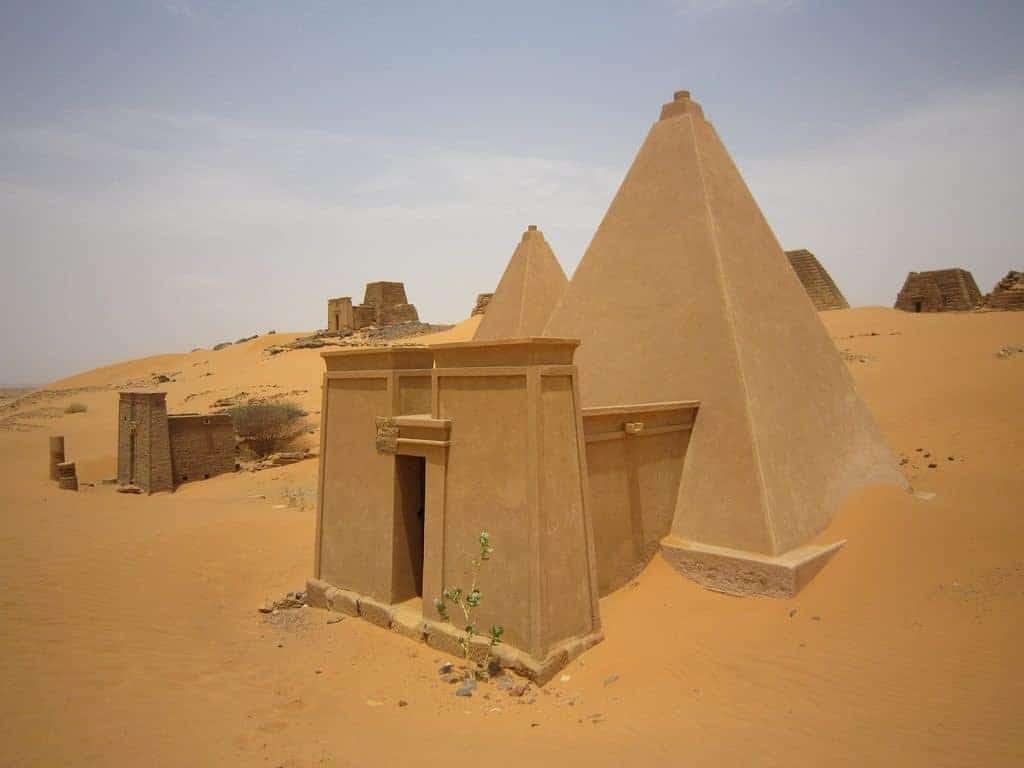 Bagrawiya Meroe pyramids in the Sahara sand, Sudan (2012-07)