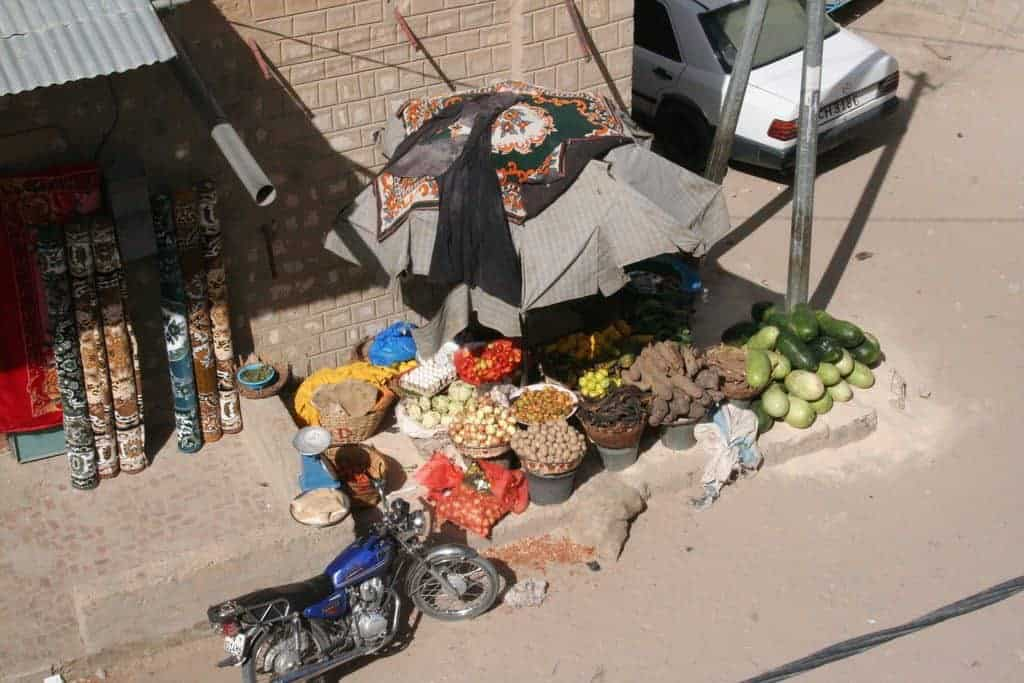 Fruit and vegetable vendor, Timbuktu, Mali (2011-11-25)