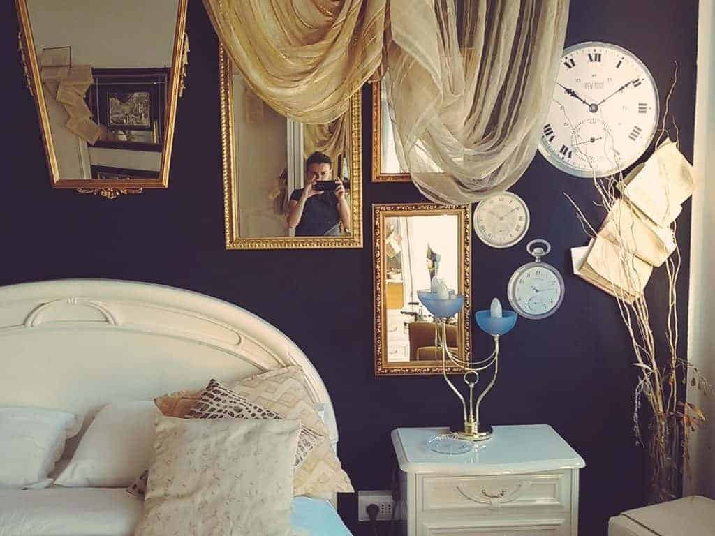 Alle Torre B&B room with Carola in the mirror, Verona, IT (2016-01-19)
