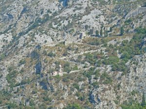 Kotor city walls in the mountains (2016-10-26)