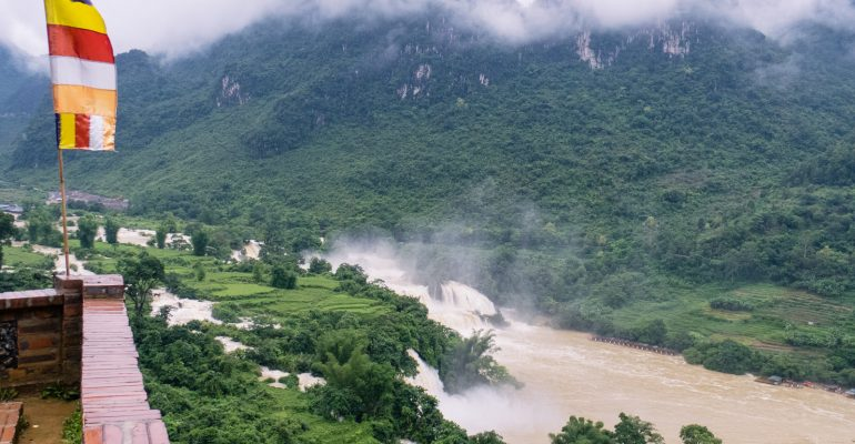A day trip to Ban Gioc Waterfall (plus Nguom Ngao Cave)