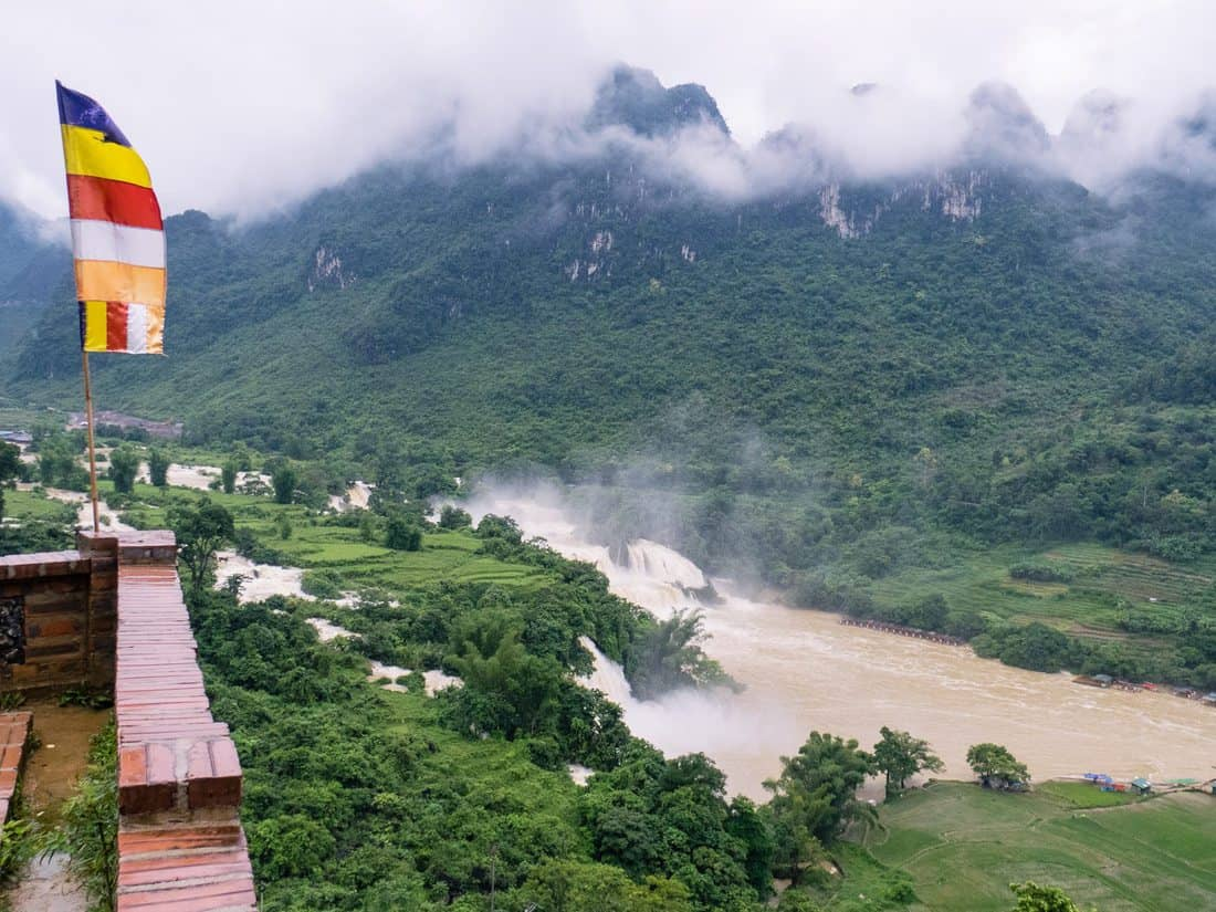 Looking down at Ban Gioc waterfall from Truc lam pagoda, Cao Bang, Vietnam (2017-07)
