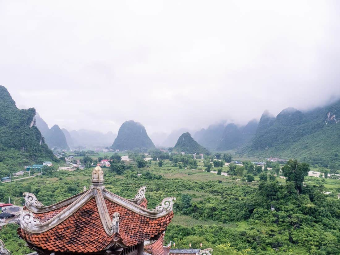 Looking down from Truc Lam pagoda, Cao Bang, Vietnam (2017-07)