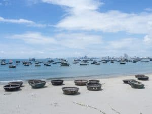 Da Nang beach with traditional boats and panorama, Vietnam (2017-06)