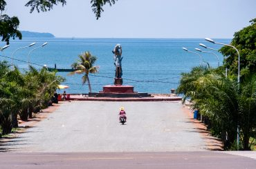 Your Guide to Kep, Cambodia – Sleep, Eat, Swim, Hike & See Sculptures